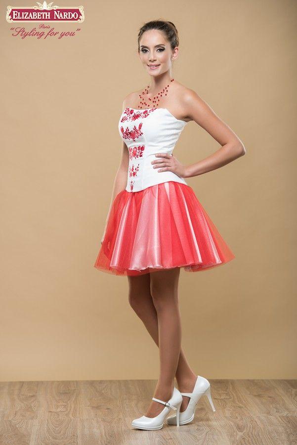 afe0762e47 17-107 Menyecske ruha, Fehér topp, pirossal hímzett ókalocsai motívum,  fehér szatén